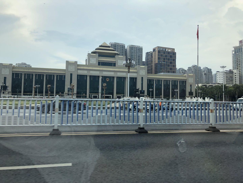 陈娅+《不忘初心》,2019年7月30日结束会议后摄于自治区人民大会堂前.jpg